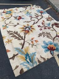 Looped floral wool carpet