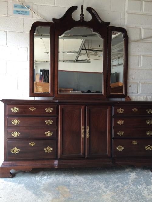 Queen Anne 9 Drawer Cherry Dresser W Tri Fold Mirror