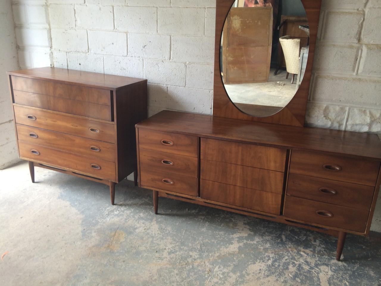 Image of: Mid Century Modern Walnut 9 Drawer Dresser W Mirror Forgotten Furniture