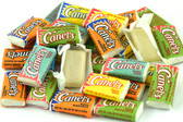 This savory mini chewing gum comes with a variety of enticing flavors that will definitely satisfy all your needs. Mint, fruits, peppermint, orange, and cinnamon are some of the flavors you will find inside these delicious Canel's miniature bags! You just need to open the package to discover an incredible, fruited smell arising within.