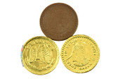 Monedas presents a round, golden package covering the most enticing interior: a milk coin-like chocolate, ready to be tasted!