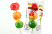 Vero Paleta Semaforo is a really tasty and colorful lollipop candy with the colors of a traffic light and its shape: red, yellow and green. There are the three delicious assorted flavors of pineapple, strawberry, and lemon.