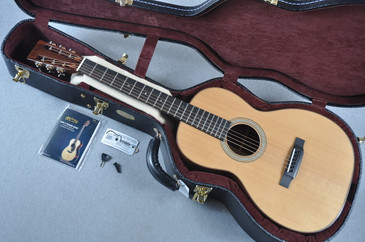 "Martin Custom Shop 00-28 12 Fret VTS Sitka 1 3/4"" Nut Acoustic Guitar #1896466 - Case View"