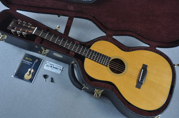 "Martin Custom Shop 00-18 12 Fret VTS Sitka 1 3/4"" Nut Acoustic Guitar #1896461 - Case View"
