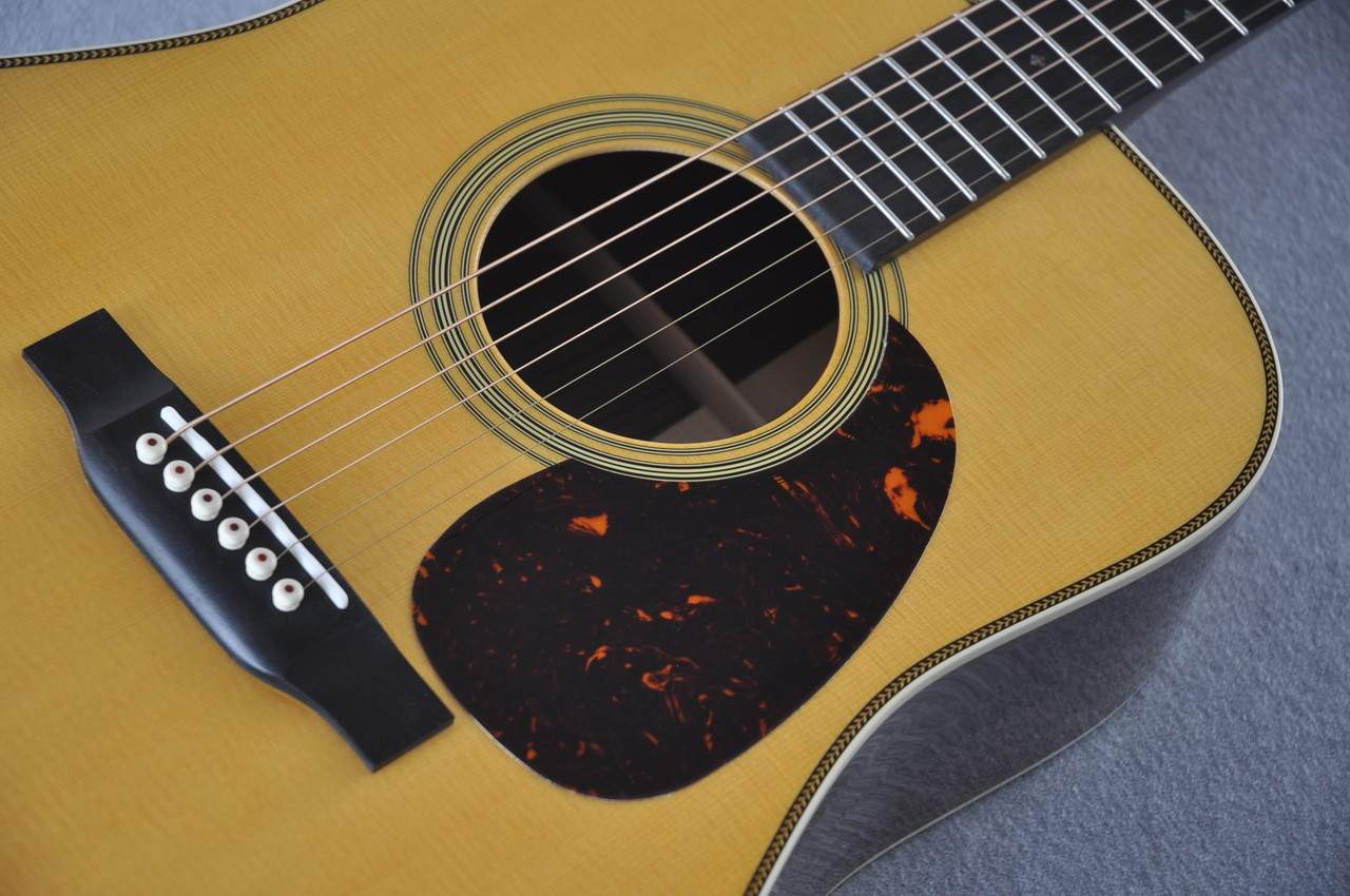 Martin HD-28 (2018) Standard Dreadnought Acoustic Guitar #2149399 - Bridge
