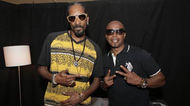 Snoop Dogg Wearing Gold Amp Wood Copa Sunglasses