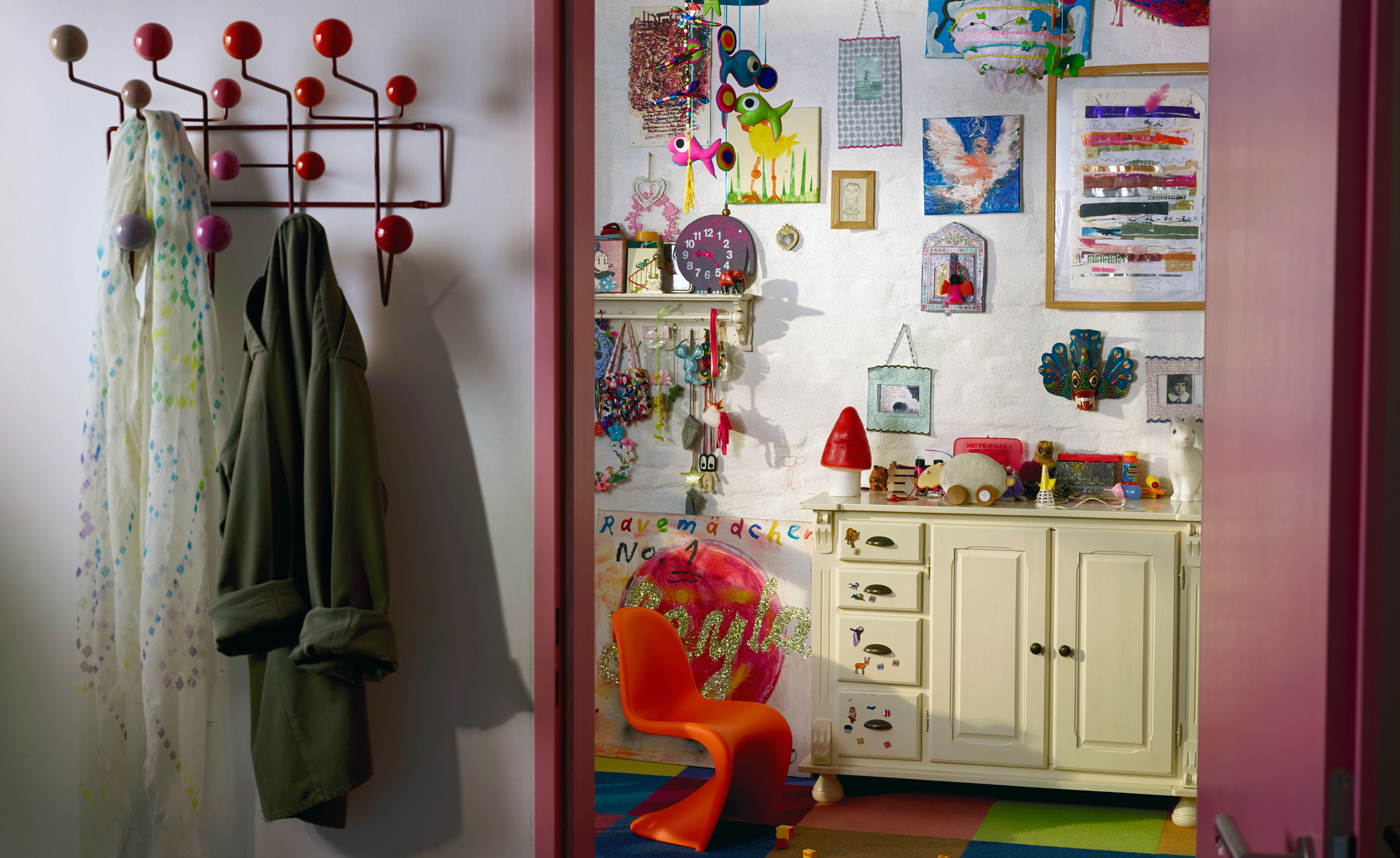 Vitra Hang It All Red Lifestyle