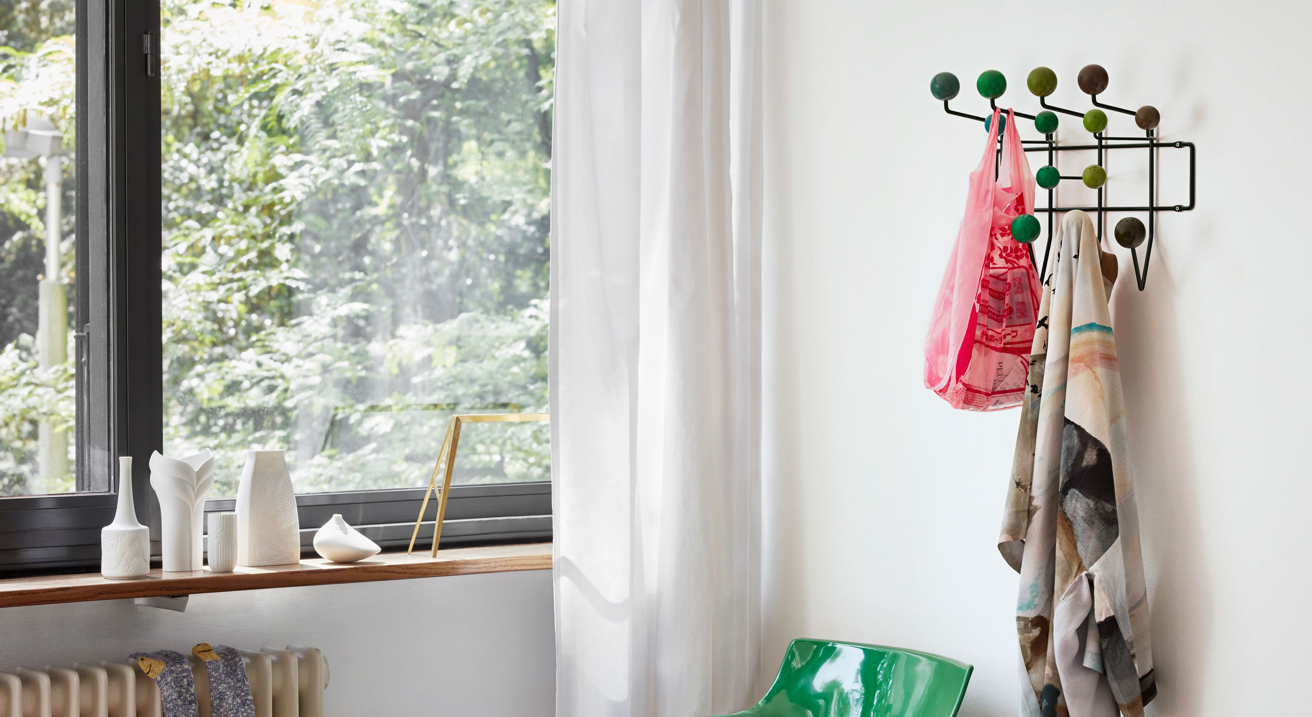 Vitra Hang It All Green Lifestyle