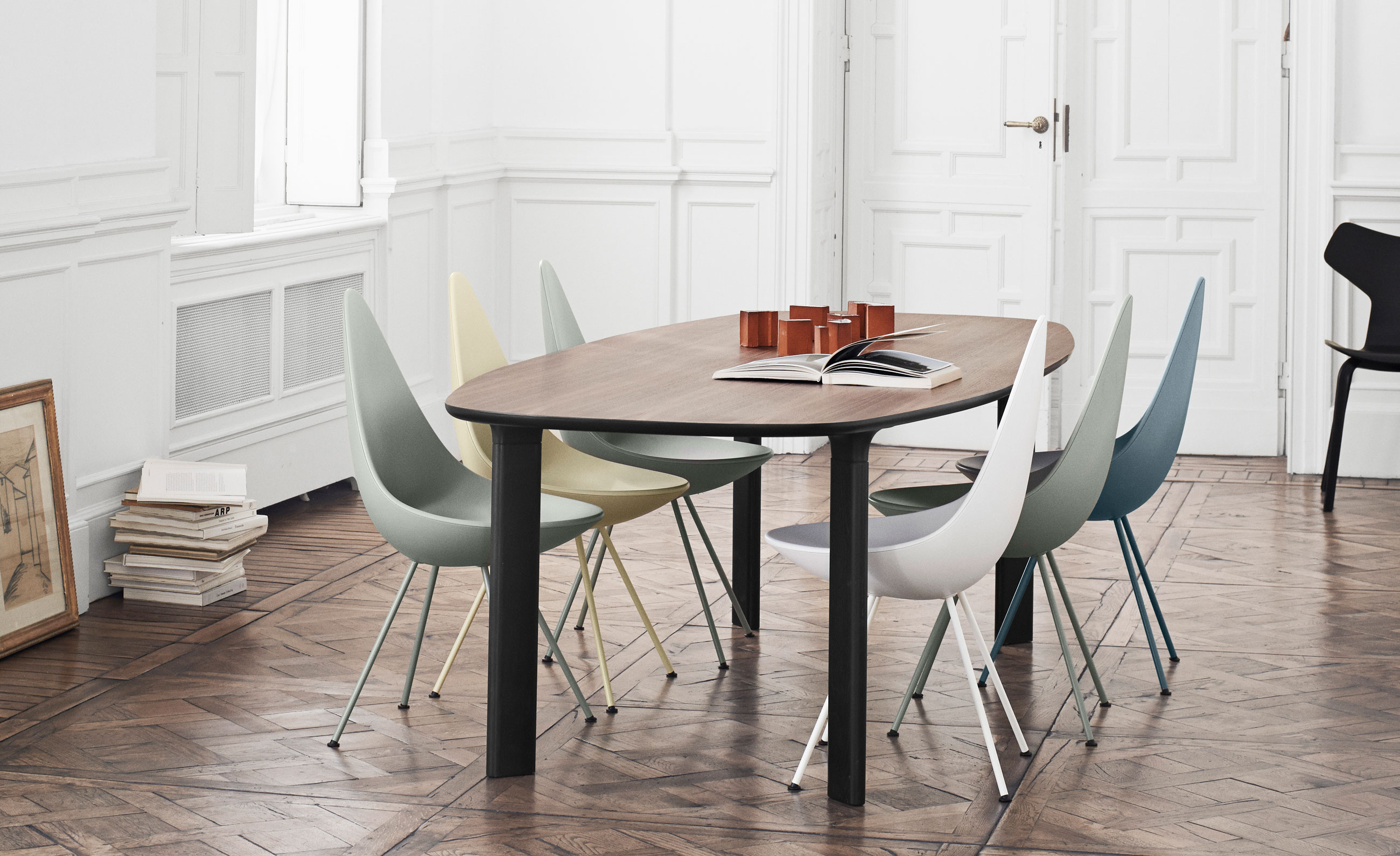 Fritz Hansen Analog Dining Table JH63 Walnut Veneer and Black Base with Drop Chairs