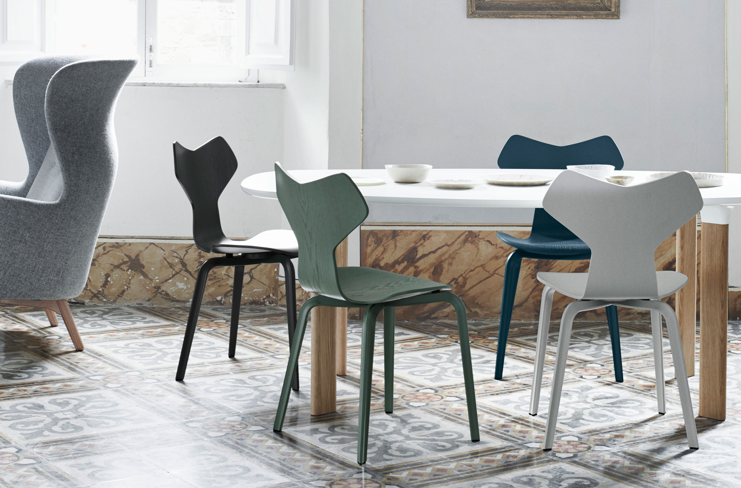 Fritz Hansen Analog Dining Table JH63 White Laminate and Oak Base with Grand Prix Chairs