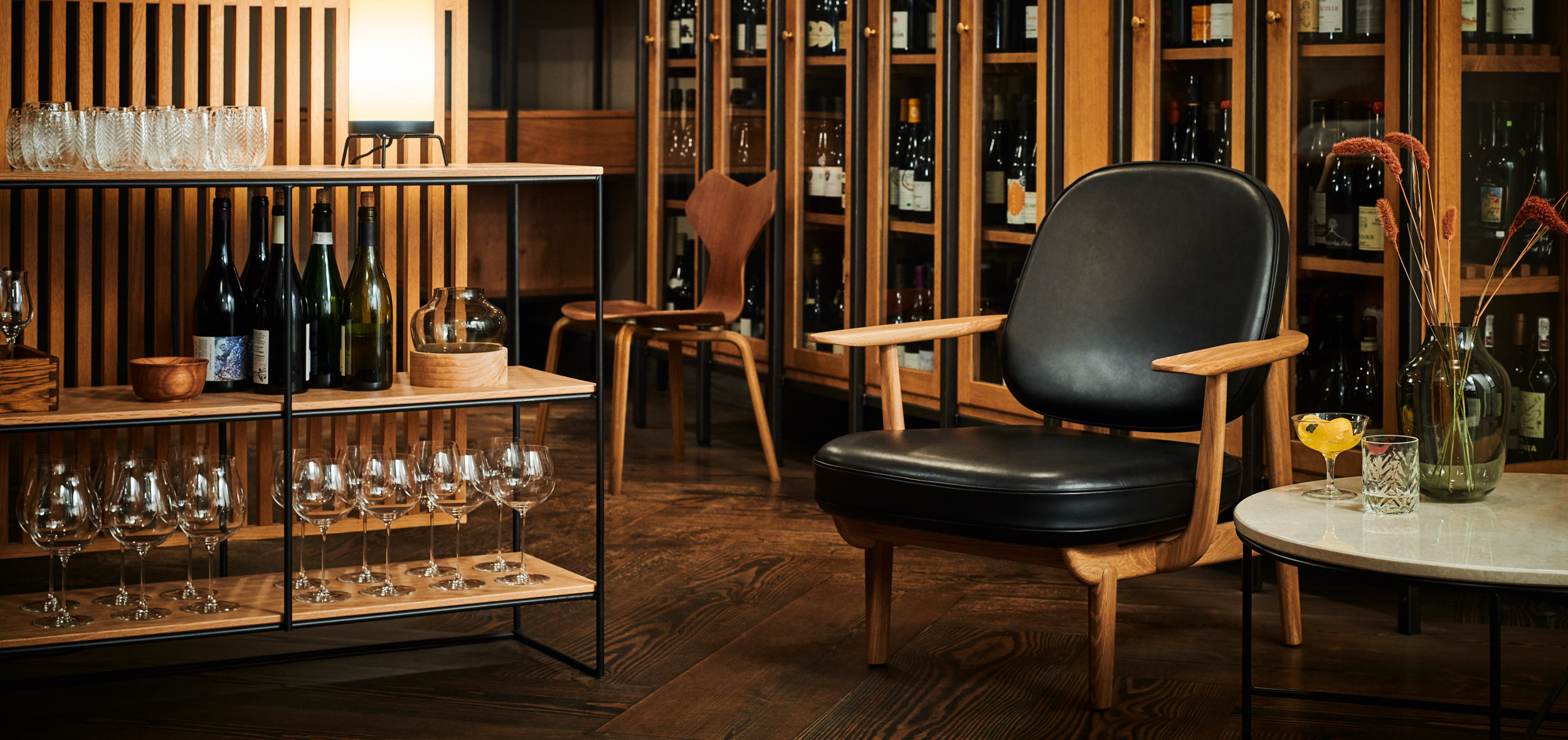 fritz hansen fred jh97 lounge chair leather lifestyle image