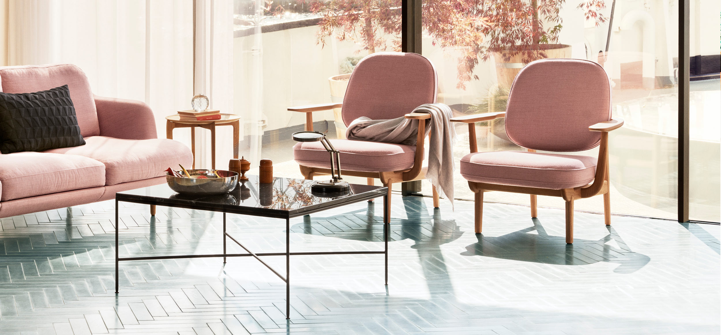 fritz hansen fred jh97 lounge chair lifestyle image