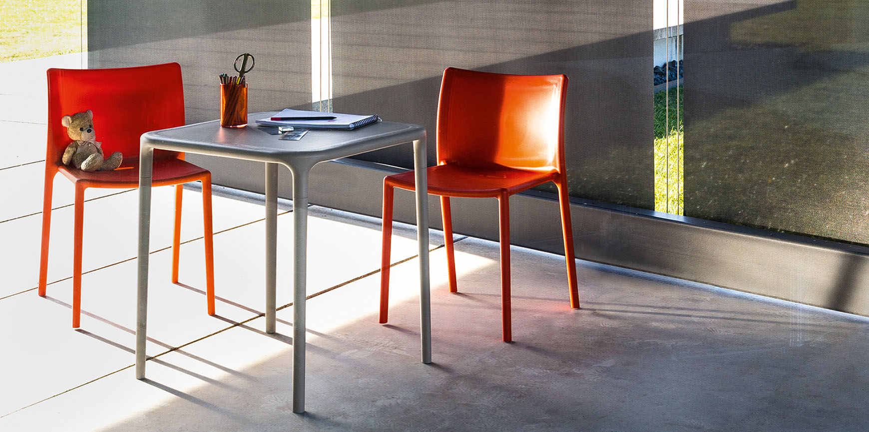 Magis Air Chairs & Air Table By Jasper Morrison - Orange 1086 C - Lifestyle Image