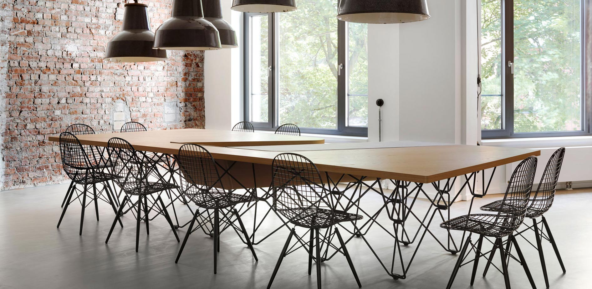 Vitra Eames Wire Chair DKW Lifestyle Image