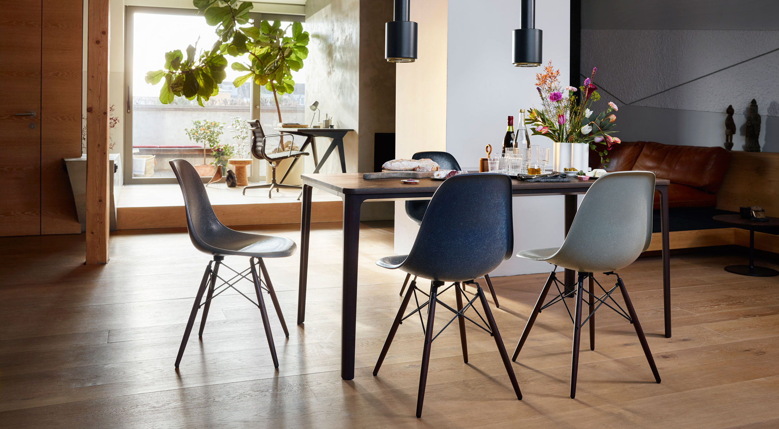 Vitra Eames Fiberglass DSW Chairs with Plate Dining Table