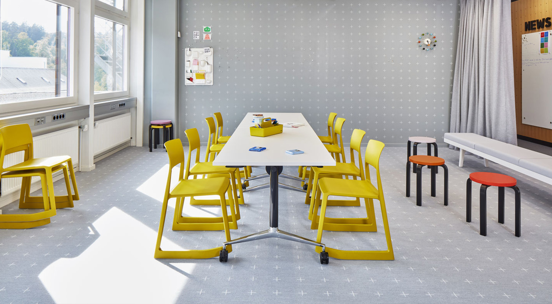 Vitra Tip Ton Chairs Lifestyle 2