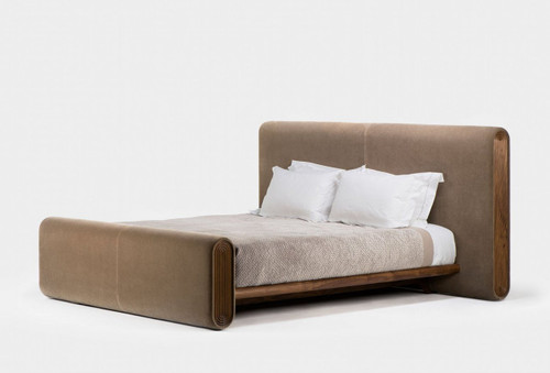 Union bed is made of tactile, natural materials, making use of traditional craft techniques alongside modern technology. This striking and unconventional bed features curved angles and subtle design details throughout. Designed by Autoban and manufactured by De La Espada for the Autoban brand.