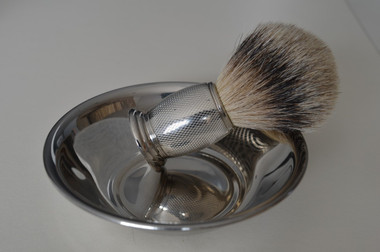 Fits hand comfortably / brush NOT INCLUDED
