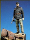 YOUNG MINIATURES YM9001-B - 90mm SS Panzer Officer w/T-34 Mantlet Base