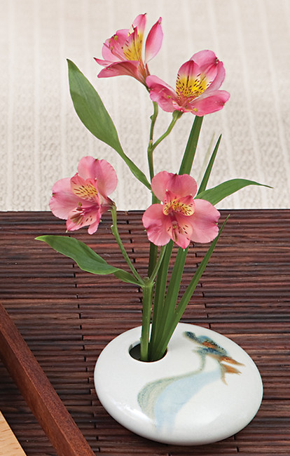 Ivory Wave Vase with flower arrangement