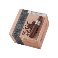 Liga Privada No. 9 Petite Corona (4.25x46 / Box 24) *NEW SIZE*