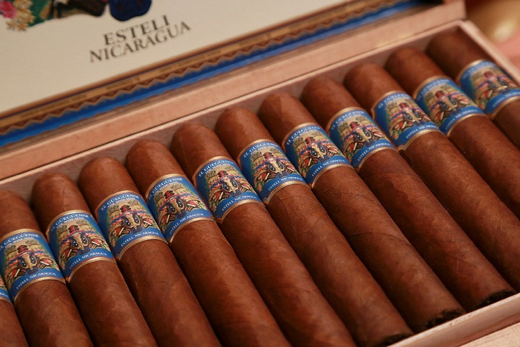 El Gueguense Churchill (7x48 / Box 25)