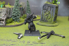 Beastmen Minotaur Standard Bearer Lot 5927 Blue Table Painting Store
