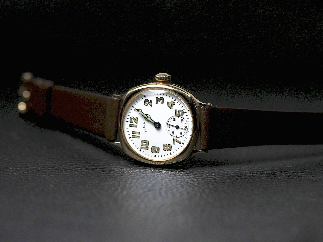 Vintage Illinois Watch - Vintage Military Dial 14K Yellow Gold - www.Legendoftime.com - Chicago Watch Center