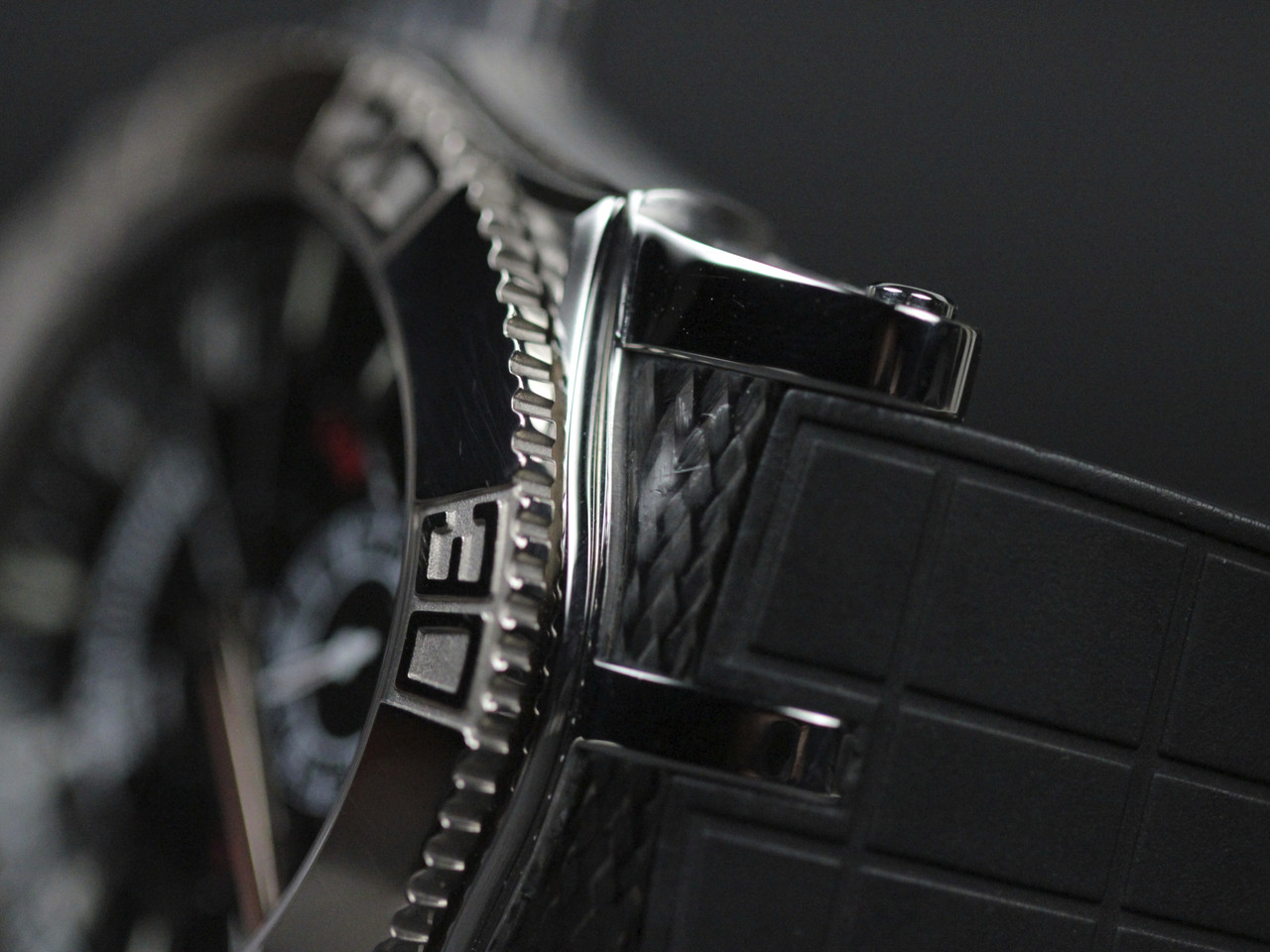 Case Detail - Roger Dubuis Watch - Easy Diver Black Dial White Gold Bezel - Legend of Time Chicago Watch Center