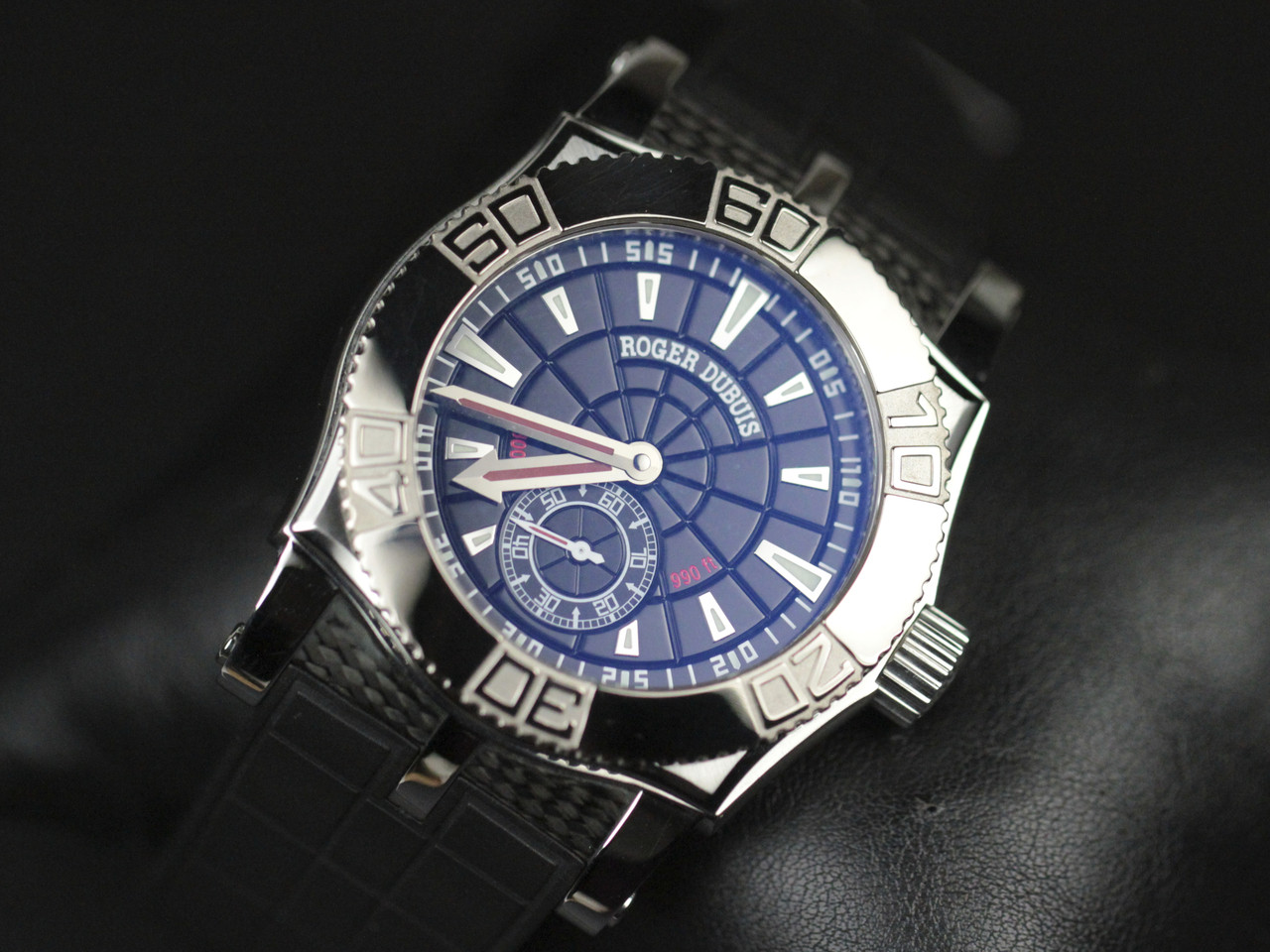 Anti-reflective treatment on the crystal - Roger Dubuis Watch - Easy Diver Black Dial White Gold Bezel - Legend of Time Chicago Watch Center www.Legendoftime.com