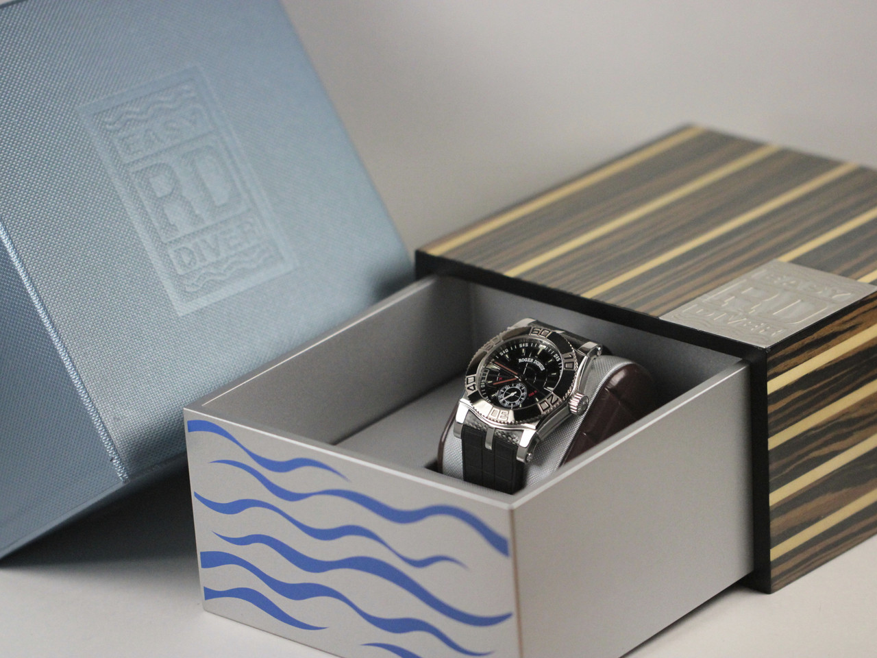 Box Detail : Roger Dubuis Watch - Easy Diver Black Dial White Gold Bezel - Legend of Time Chicago Watch Center