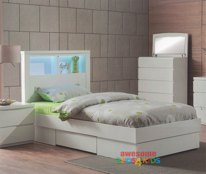 The Benowa Bed Frame is the perfect addition to any kids bedroom. The modern elegant design boasting a bookcase headboard with LED light and 3 drawers - One large at end of bed and one smaller one either side.