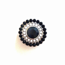 BLACK BEADED SNAP JEWEL