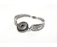 FEATHER MAGNETIC SNAP JEWEL CUFF
