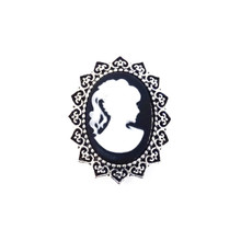 BLACK AND WHITE CAMEO SNAP JEWEL