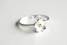 STERLING SINGLE BUTTERCUP RING