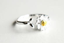 STERLING FLOATING DAISY RING