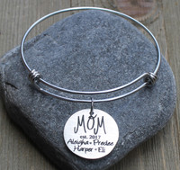"Mom ""est"" - Engraved Bangle Bracelet"