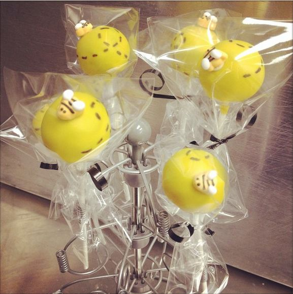 bumble-bee-cake-pops.jpg