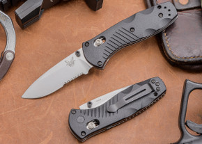 Benchmade Knives: 585S Mini Barrage - Serrated - AXIS® Assist