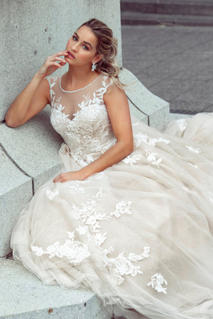 Wedding Dress - Delanie | M1767Z