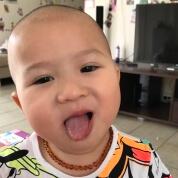 Baby Cognac Selfie