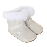 Baby boots for girls in cream suede. Faux fur lined baby shoes.