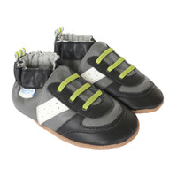 Athletic shoes for babies, infants and toddlers. This baby shoes are in black and grey leather.