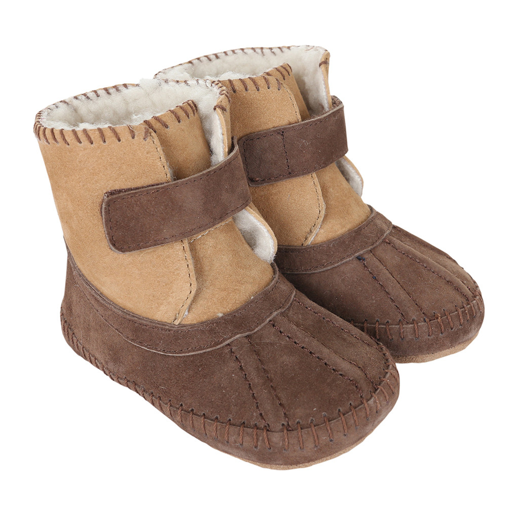 Baby boots for boys and girls in brown suede.  Fur lined.  Soft Soles for early and beginner walkers.