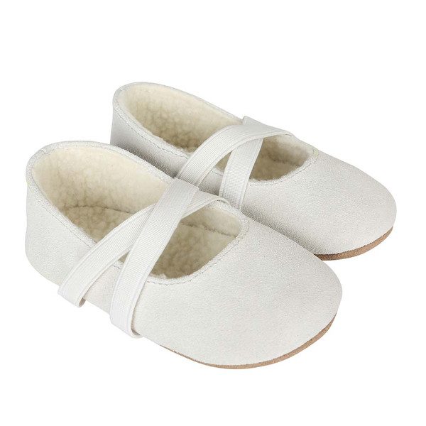 BABY SHOES FOR GIRLS IN WHITE SUEDE WITH FAUX FUR LINING. COZY AND WARM.
