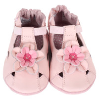 Baby Sandals for girls in pink leather. Soft soles are good for babies, infants and toddlers beginning to learn to walk.