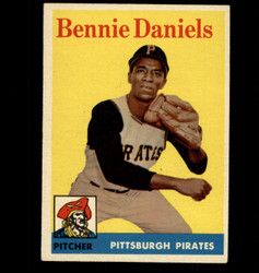 1958 BENNIE DANIELS TOPPS #392 PIRATES EX/MT *6456