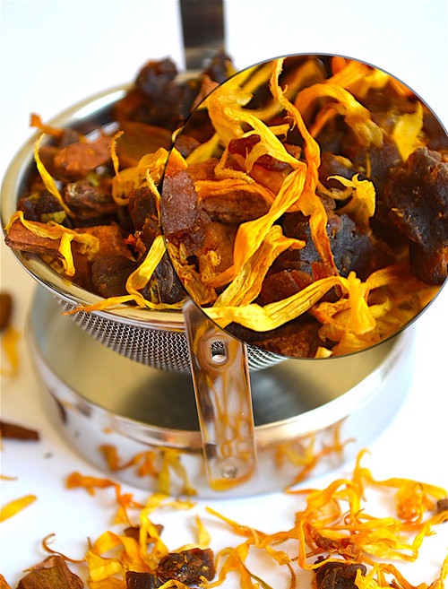 Apricot Spice Wild Harvest Blend is Is a spectacular blend of dried fruits and flowers, perfect with any dessert and caffeine free. Lightly dusted with cinnamon chips that are carefully blended with whole marigold petals to mix warm sweetness  with  floral healing. The addition of diced apricot pieces brings vitamins and minerals including a significant amount of iron. Pour this fruity blend after dinner or, for a refreshing change, drink it iced in the summer.  Ingredients: Wild Harvest grown yerba mate, whole dried marigold petals, cinnamon chips, dried apricot pieces and apricot essence.