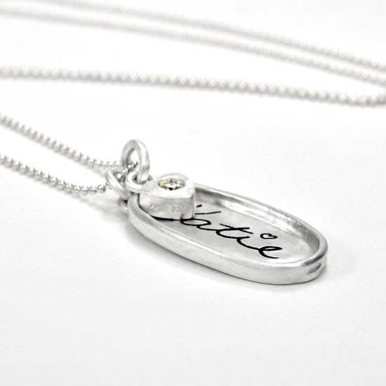 Raised edge handwriting oval necklace